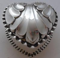 Victorian 1890 Hallmarked Solid Silver Love Heart Jewellery Box Pill Box (10 of 11)