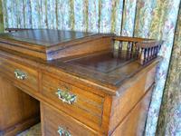 Edwardian Oak Pedestal Desk with Gallery (3 of 9)