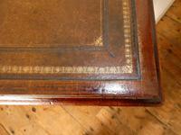 Neat 19th Century Kneehole Desk (7 of 11)