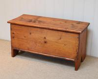 Small Proportioned Pine Coffer (4 of 10)