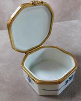 """Limoges """"Porcelaines de Chantilly"""" Porcelain  Box (5 of 6)"""