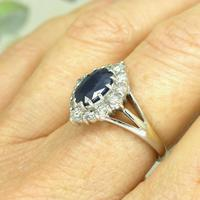 Vintage 18ct white gold sapphire diamond cluster ring ~ 1.55ct sapphire (7 of 10)