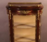 Good Quality French Serpentine Front Display Cabinet (9 of 11)