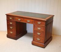 Late 19th Century Walnut Pedestal Desk c.1895 (7 of 10)