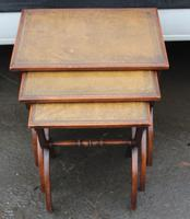 1960s Nest of 3 Mahogany Tables with Brown Leather Tops (5 of 6)