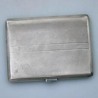 Good & Large Solid Silver Engine Turned Cigarette Case c.1963 (2 of 5)