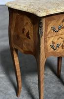 Quality Pair of French Marquetry Bedside Drawers (15 of 22)
