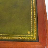 Mahogany Kneehole Desk (2 of 11)