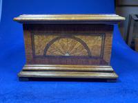 19th century French Walnut Inlaid Jewellery Box. (13 of 16)