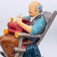 Royal Doulton The Toy Maker HN 2250 (4 of 5)