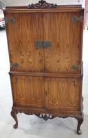 1940s Elegant Walnut Drinks Cabinet