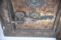 Antique Metal Safe (5 of 18)