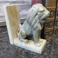 Pair of Onyx Book Ends Sitting Lions on plinth base (3 of 6)