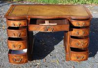 1960s Mahogany Serpentine Front Desk with Tan Leather Top (2 of 5)
