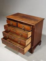 Good George II Period Mahogany Chest of Drawers of Small Proportions (3 of 5)