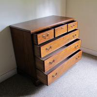Mahogany Chest of Drawers (3 of 9)