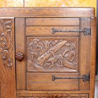 Carved Oak Sideboard Cupboard (10 of 13)