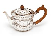 Victorian Silver Bachelor Style Tea Pot with a Crested Body (6 of 7)