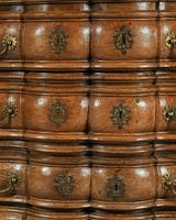 Rare Early 18th Century Franco-Flemish Oak Serpentine Fronted Commode (9 of 11)