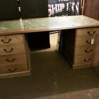 G. W. R Large Pine & Oak Leather Topped Desk (13 of 17)