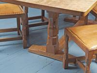 Mouseman Oak Dining Table & Set of 6 Chairs (19 of 20)