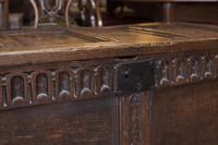 Good English 17th century Coffer (5 of 5)