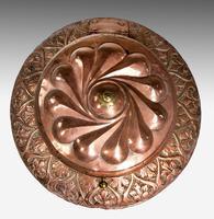 Mid-19th Century Eastern Lidded Vase (4 of 6)