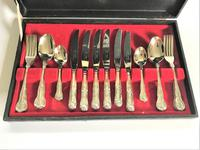 Vintage Canteen of Silver Plated Flatware (4 of 6)