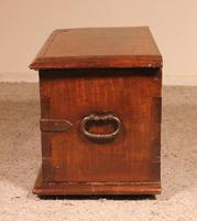 Small Spanish Chest in Walnut 17th Century (5 of 10)