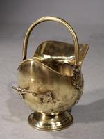 Very Shapely Early 20th Century Helmet Coal Scuttle (4 of 5)