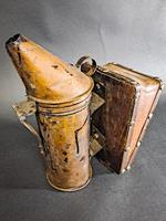Antique Bee Hive Smoker (3 of 5)