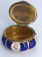 Blue Enamel Bonboniere with Flowers & Gilt Designs Pill Box (6 of 8)