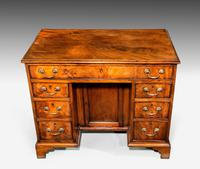 Good George III Period Mahogany Kneehole Desk (2 of 4)