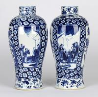 Chinese Pair of Large Blue & White Panel Vases with Figures Qing Dynasty (17 of 25)