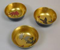 Beautiful Set of Three Japanese Lacquer Bowls (8 of 9)