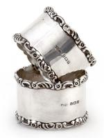 Pair of Boxed Edwardian Silver Napkin Rings with Plain Bodies and Floral and Scroll Borders (4 of 5)