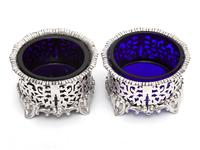 Pair of Elkington & Co Silver Plated Salts with Bristol Blue Glass Liners (3 of 5)