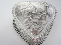 Charming Large Victorian Silver Heart Shaped Jewellery or Trinket Box (5 of 7)