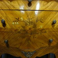 Beautiful French Bombe Shaped Commode Chest of Drawers (4 of 8)