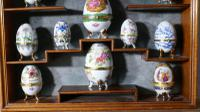A Collection of Ceramic Egg Trinket Boxes, in Original Art Deco Display Shelf (4 of 8)