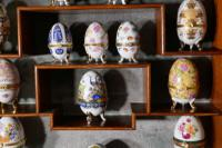 A Collection of Ceramic Egg Trinket Boxes, in Original Art Deco Display Shelf (5 of 8)
