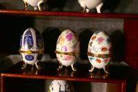 A Collection of Ceramic Egg Trinket Boxes, in Original Art Deco Display Shelf (7 of 8)