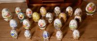 A Collection of Ceramic Egg Trinket Boxes, in Original Art Deco Display Shelf (8 of 8)