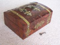 Burr Walnut Silk Lined Low Dome Sewing or Jewellery Box (4 of 7)