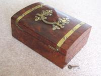 Burr Walnut Silk Lined Low Dome Sewing or Jewellery Box (6 of 7)