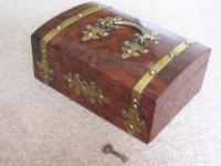 Burr Walnut Silk Lined Low Dome Sewing or Jewellery Box (3 of 7)