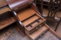 Beautiful Victorian Mahogany Writing Table (4 of 5)