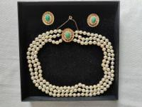 9ct Gold Set / Necklace & Earrings / Pearls & Australian Chrysoprase 1966