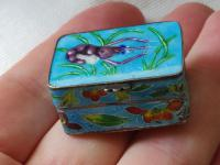 Antique Chinese Enamel Solid Silver Pill Box with Shrimp (6 of 12)