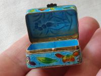 Antique Chinese Enamel Solid Silver Pill Box with Shrimp (12 of 12)
